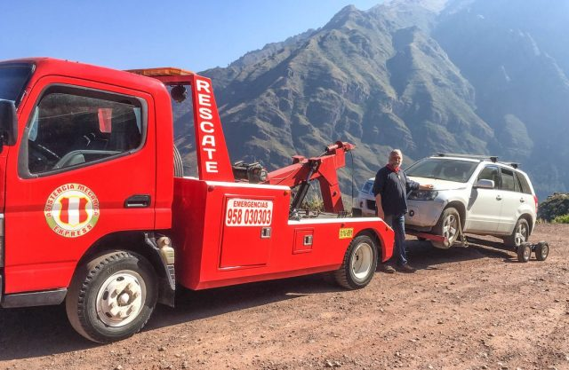"""During the final days of our Cards of AN Class, our much loved car, La Perla, had a major breakdown. On our """"free"""" day between events, Emanaku accompanied the tow truck with Perla to Cuzco where she could be repaired."""